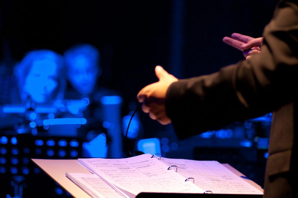 Conductor Tim Fletcher and ensemble StrAcc in Radio Kootwijk